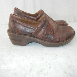 Born BOC Brown Paisley Embossed Clogs Mules SZ 8M